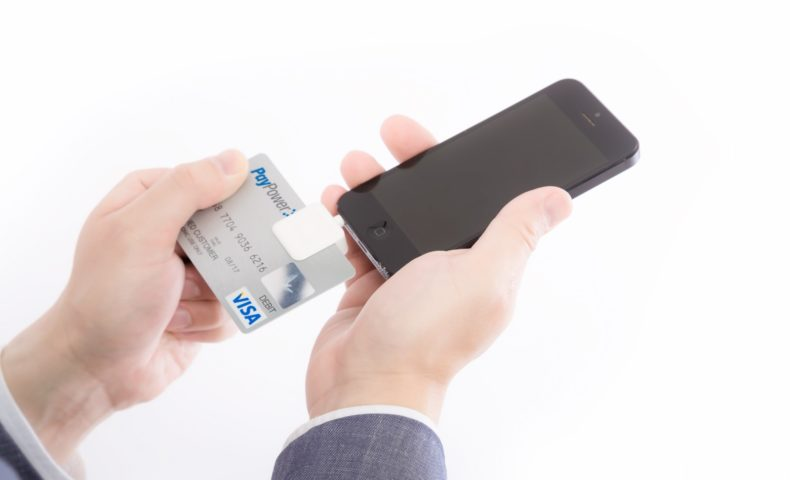 店舗 電子マネーやクレジットカード決済を導入すべきか